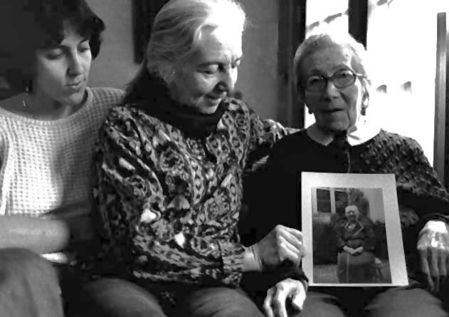 Debbie, Ruth, Hella and Ana, Great Granddaughter, Granddaughter, Daughter (...)