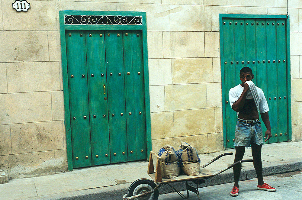 Old Havana, Man with Red Sneakers